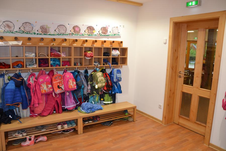 Hort kindergarten und grundschule in bad muskau unsere for Garderobe kindergarten