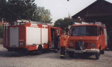 Neues Feuerwehrfahrzeug 18.08.2003 Niehuus Gerätehaus