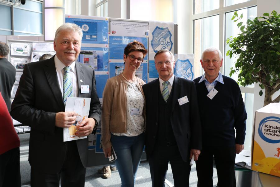 NFV-Ehrenamtsbeauftragte Hermann Wilkens, Susanne Müller, NFV-Präsident Günter Distelrath und Kreisehrenamtsbeauftragter Fritz Niebergall