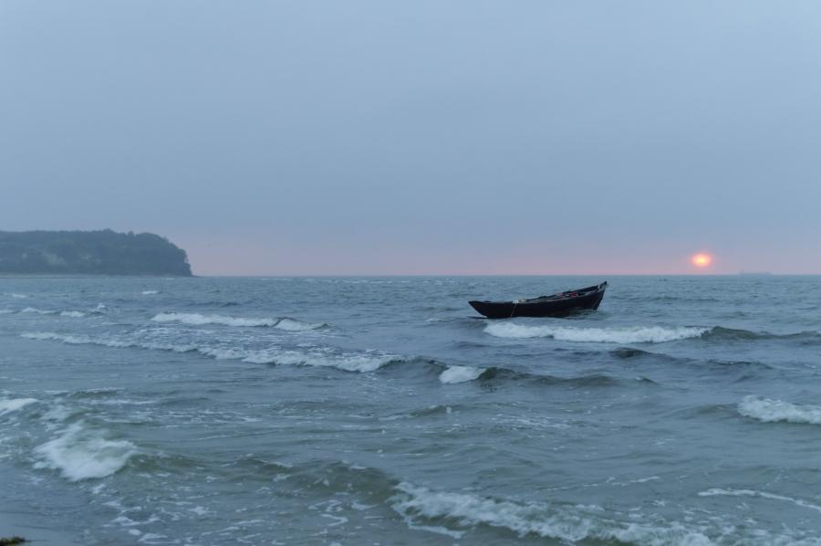 Boot im Sonnenaufgang
