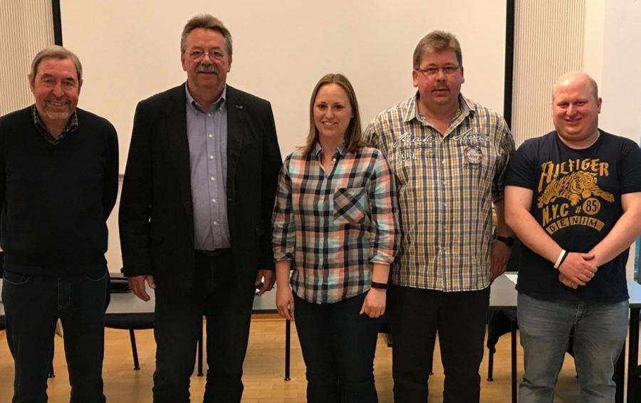 von rechts: Jürgen Siedentopf, Waldemar Fricke, Anissa Müller, Wolf-Dieter Hoppe, Jens Frickmann