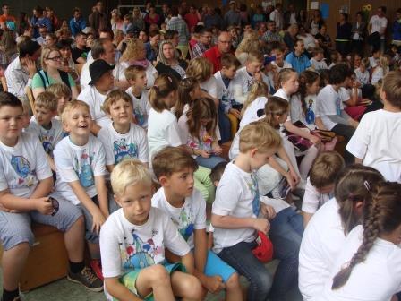 Schulfest-Feier in der Turnhalle