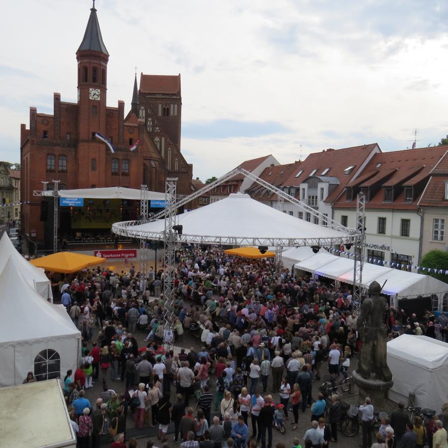 Hauptbühne auf dem Gr. Markt