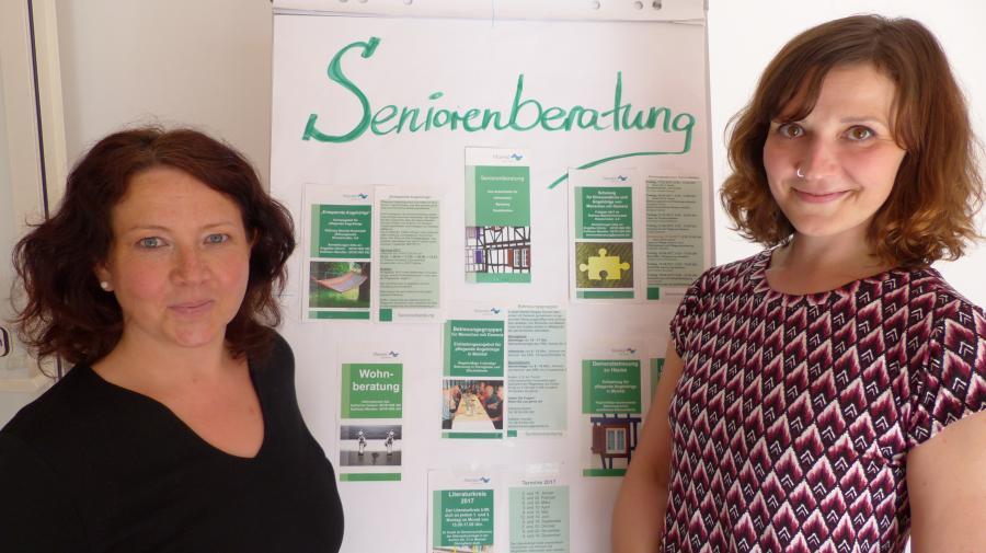 Bild zeigt die Seniorenberatung, links Kathleen Wendler und rechts Katharina Buld