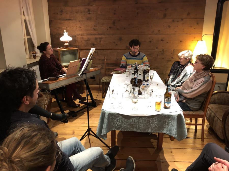 pro ALTENBURG erstmalige Lesung mit Hausmusik im Historischen Friseursalon