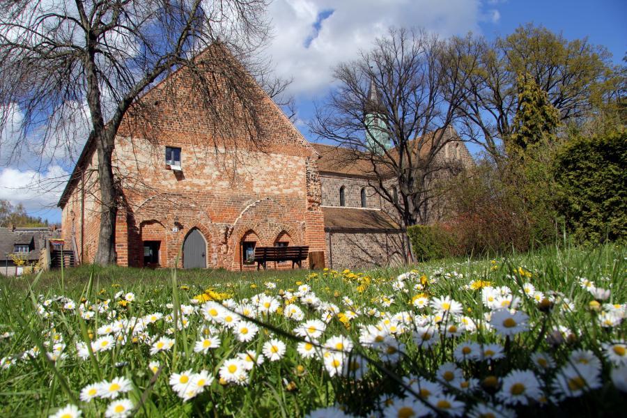 Fruehling_Kloster