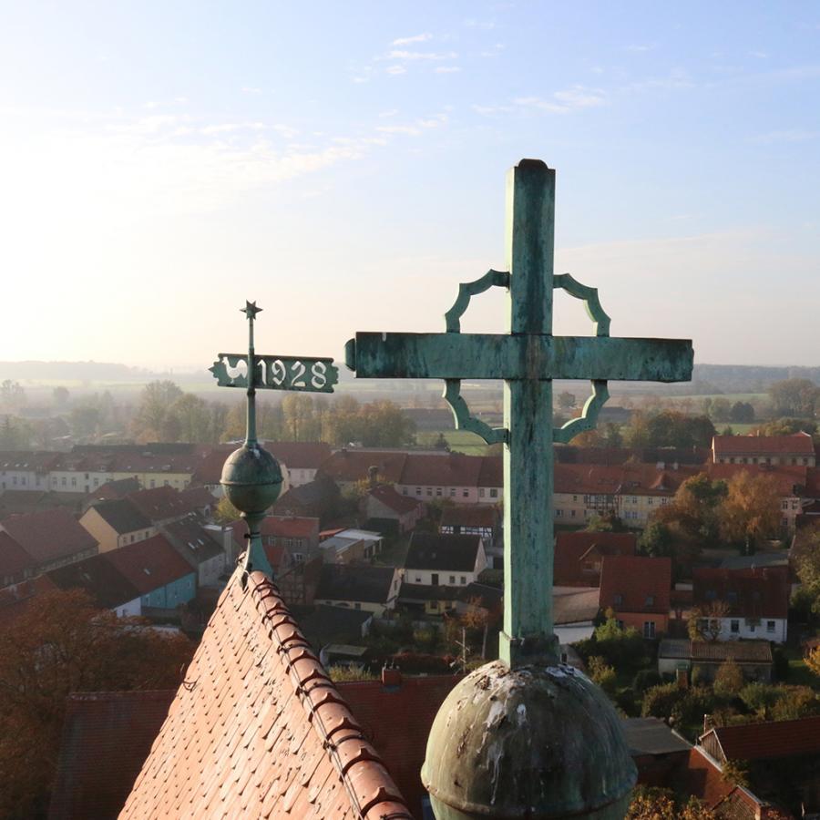 Reparatur Turmkreuz Kremmen am 20. Oktober