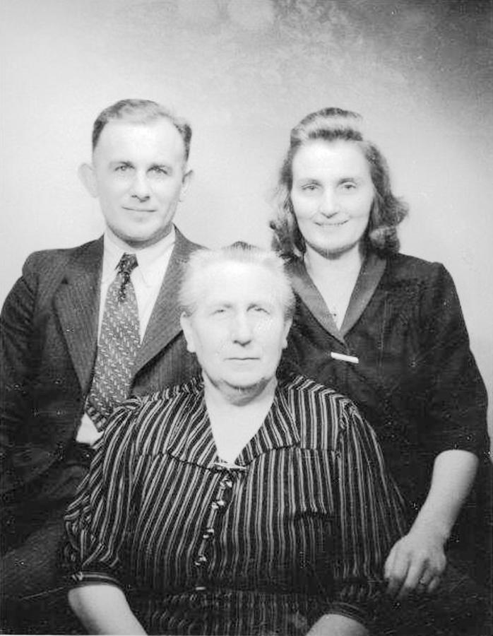Martha Thürkow mit Sohn Hans und Schwiegertochter Albertine