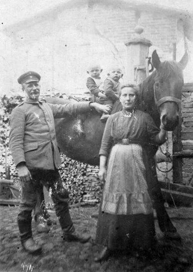 Martha und Carl Thürkow mit ihren beiden Söhnen Karl und Hans