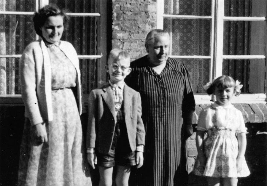 Von links: Albertine, Karl Hans, Martha und Ingetraud Thürkow