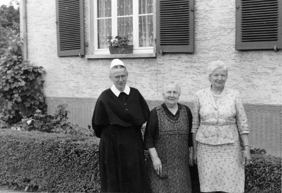 Martha Thürkow mit Anna Kosegarten und Frieda Bartling