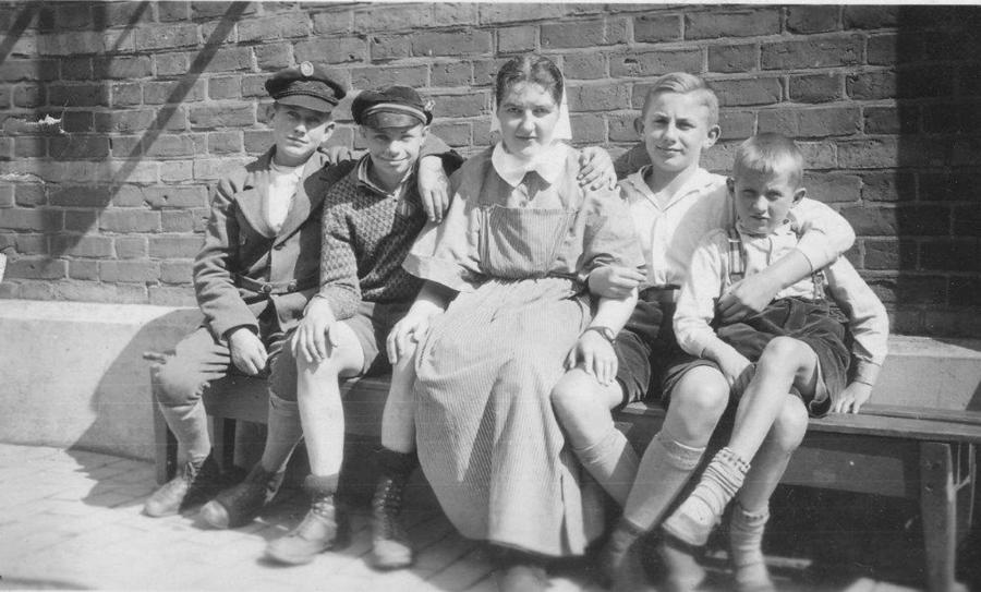 Hans Thürkow (2. von rechts) mit Freunden