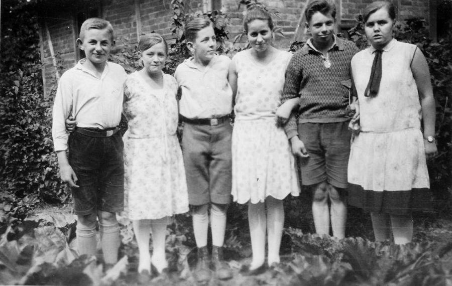 Hans Thürkow (links) mit Freunden