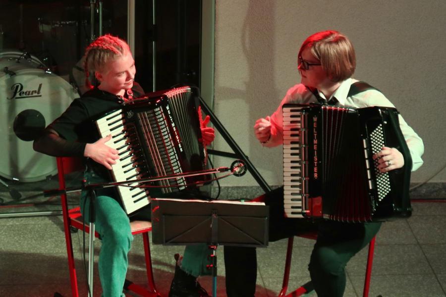 Akkordeonduo Lea Malcher und Manja Edert. Foto: Birgit Geetz