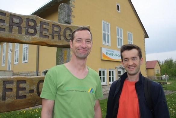 Alexander Leinhosund Faridun Odinaev vom Urwald-Life-Camp kümmerten sich um die Versorgung der Wanderer