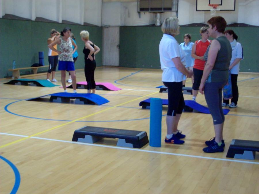 Vorbereitungen für die Step-Aerobic