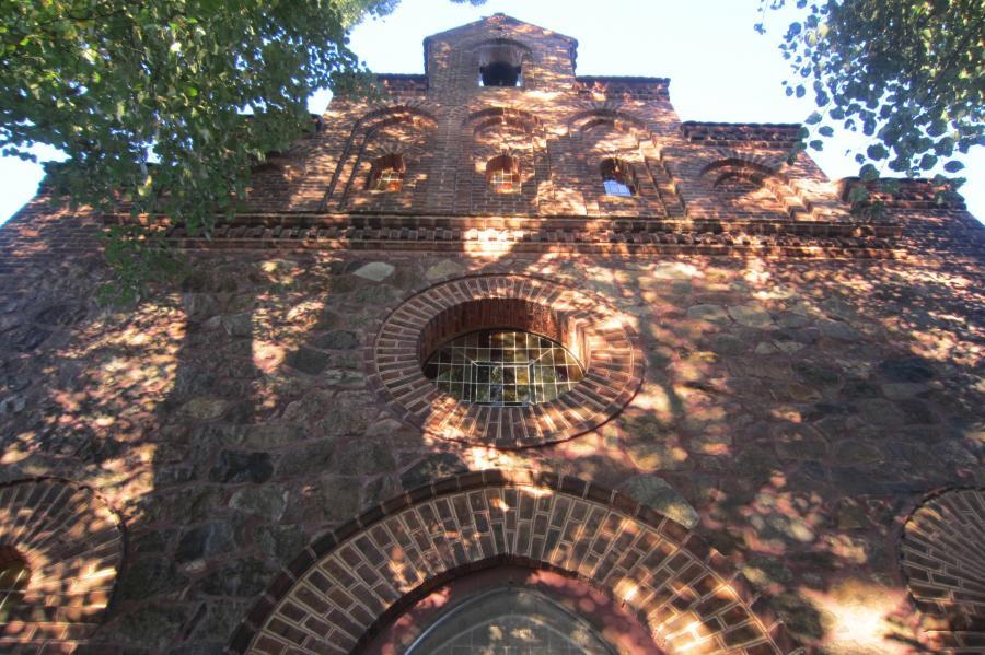 Feldsteinkirche Allmosen
