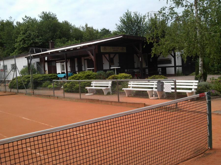 Blick auf das Club-Haus von Platz 1