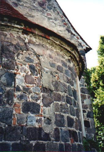 Apsis mit zugesetztem mittlerem Fenster