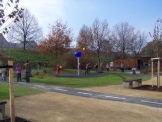 Auf dem neu gestalteten Schulhof