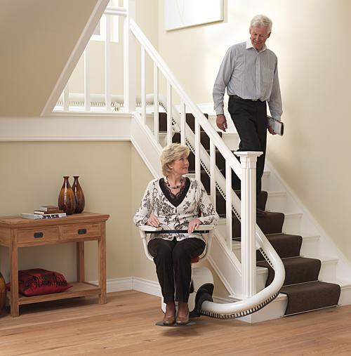 Der Sitztreppenlift TL Smove für Treppen mit Kurven