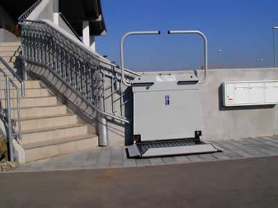 Die Treppenschrägaufzüge der Serie TL 800 für Innen und Außen
