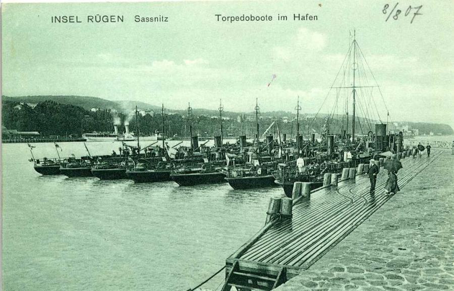 Insel Rügen Sassnitz Torpedoboote im Hafen