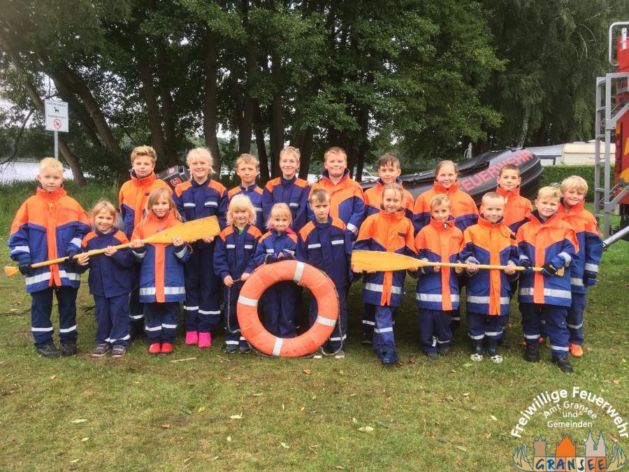 Gruppenfoto zur Bootsausbildung