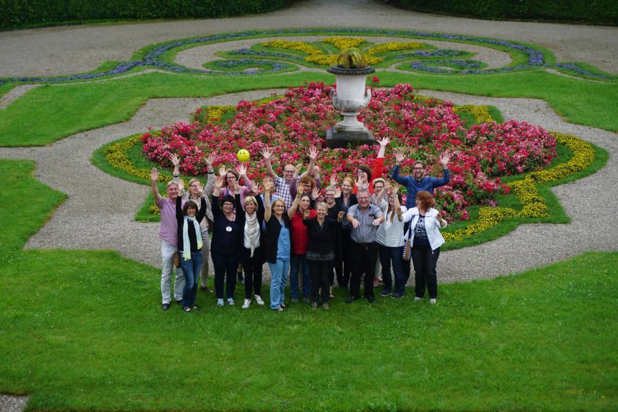 Gruppenfoto der erfolgreichen Absolventen des Jahres 2016