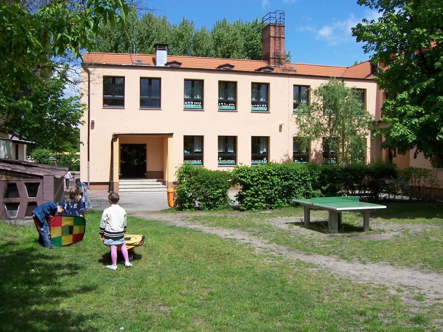 Schulgebäude Rückseite
