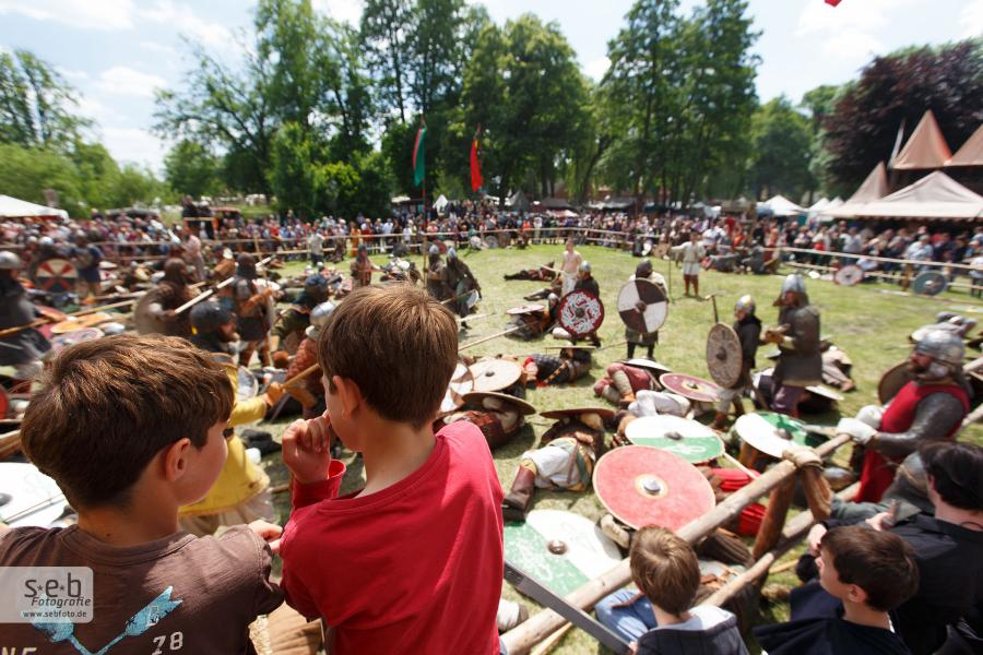 Burgfest 3