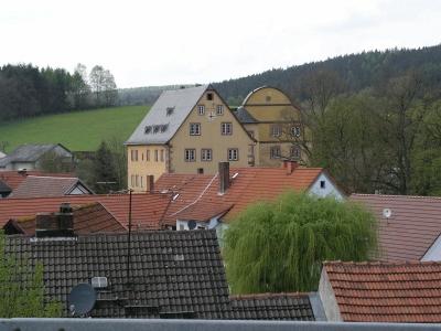 Blick zum Wahrzeichen von Burgjoß