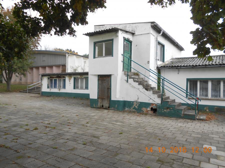 Nebengebäude1