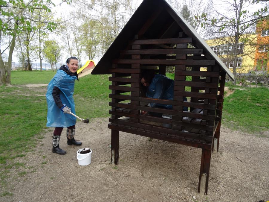 Holzhaus wird neu gestrichen
