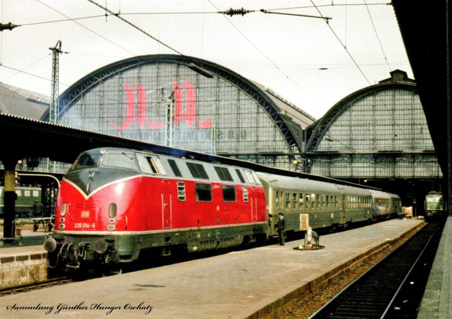 220 014 (DB) mit D 254  nach Paris in Frankfurt/Main Hbf