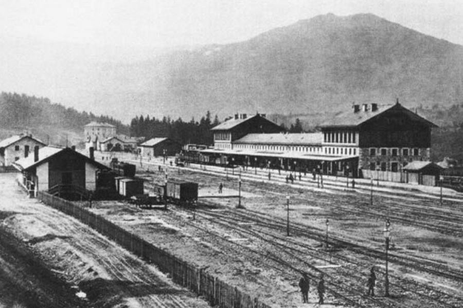 Bahnhof um 1900