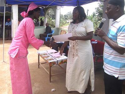 Übergabe der Zertifikate in Bansoa