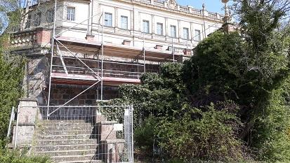 Beide Treppen sind mit einem Baugerüst versehen, den anderen Treppenaufgang können Besucher noch nutzen.