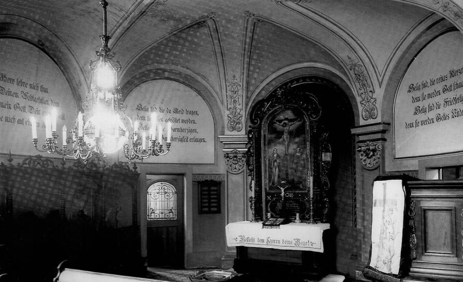 Schlosskapelle mit Altarbild und Kanzel