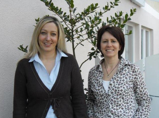 Frau Schiebenes und Frau Becker, Aufnahmesekretariat