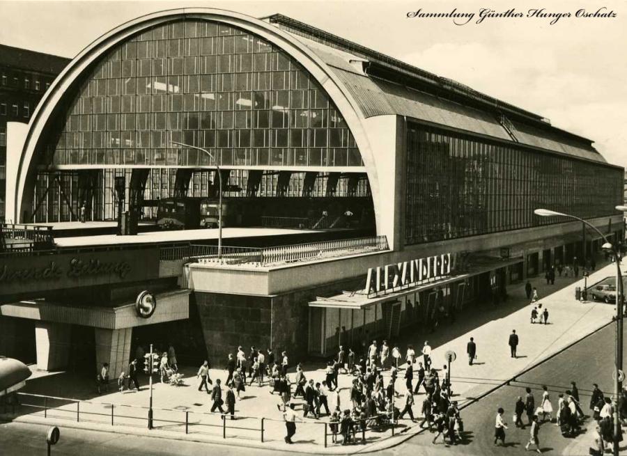 Berlin-Hauptstadt der DDR S-Bahnhof Alexanderplatz