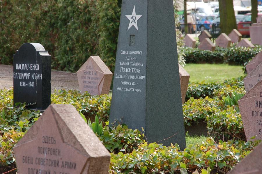 Sowjetischer Ehrenfriedhof am Bassinplatz