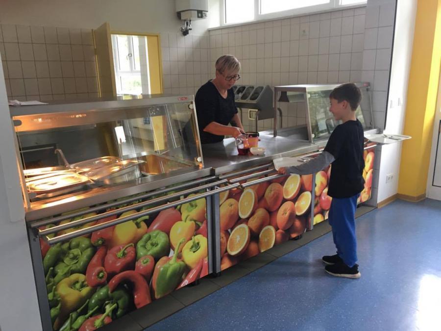 Verteilung des Essen in der Betreuung