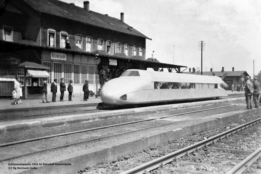 der Schienenzeppelin Bauart Kruckenberg etwa 1930 im Bahnhof Holzwickede