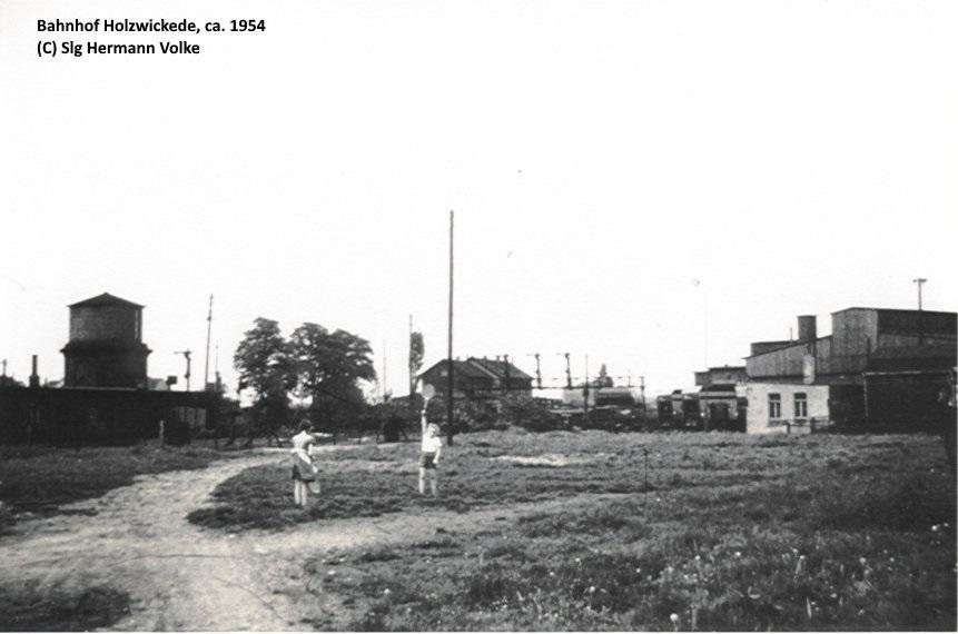 Blick in östlicher Richtung , auf der freien Fläche im Vordergrund stand die kleine Feme (Wohngebäude der Eisenbahner) die bei dem Luftangriff ausbrannte. Die Ruinen standen noch bis ca. 1950.