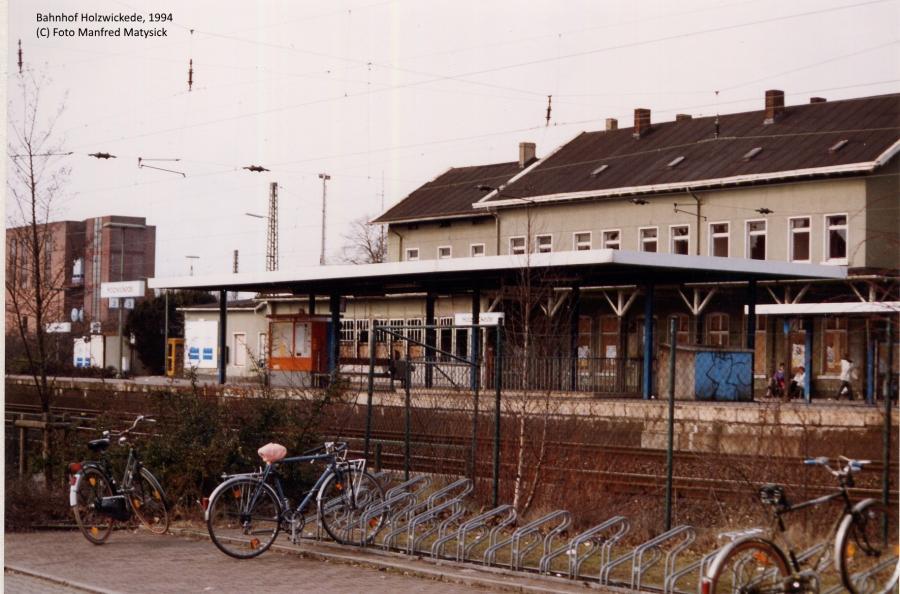 Das Empfangsgebäude 1994 kurz vor dem Abriss