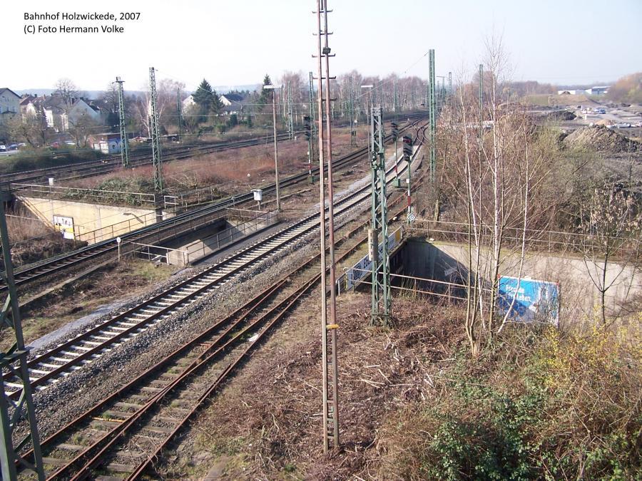 Bild Rechts die Unterführung und Ausfahrt Ri Dortmund und Schwerte