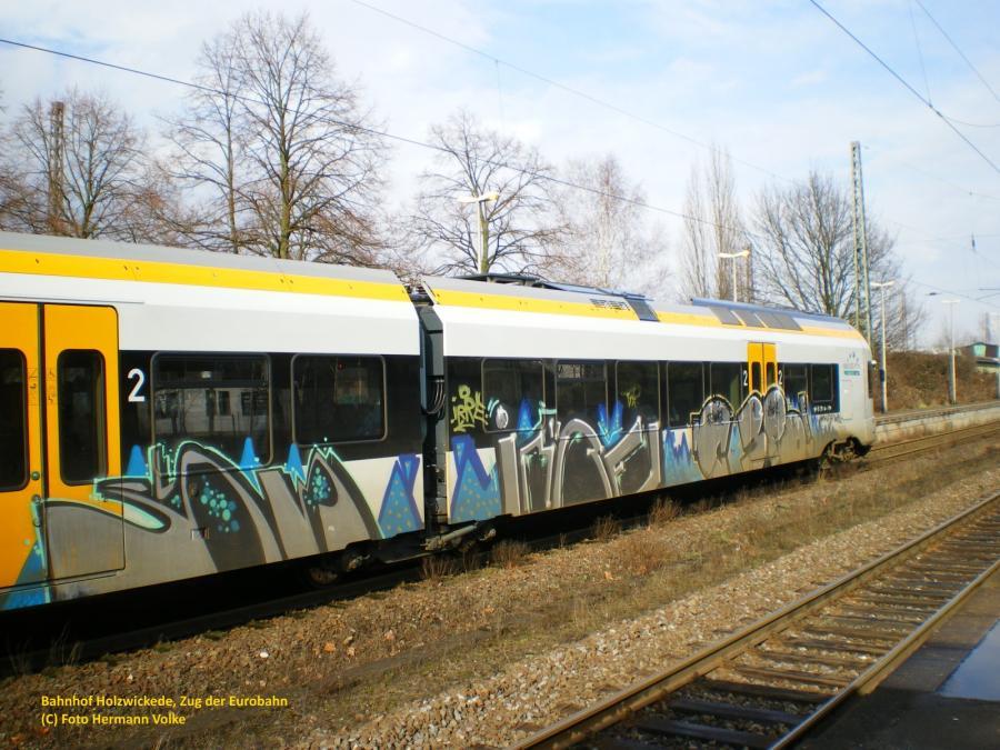 Bahnhof Holzwickede, Zug der Eurobahn, leider auch von Vandalen beschmiert