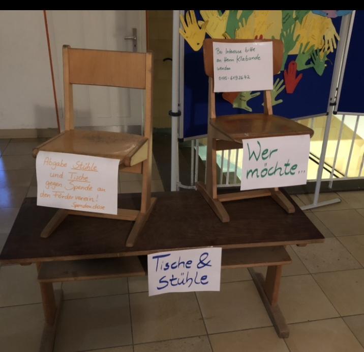Abgabe von Tischen und Stühlen