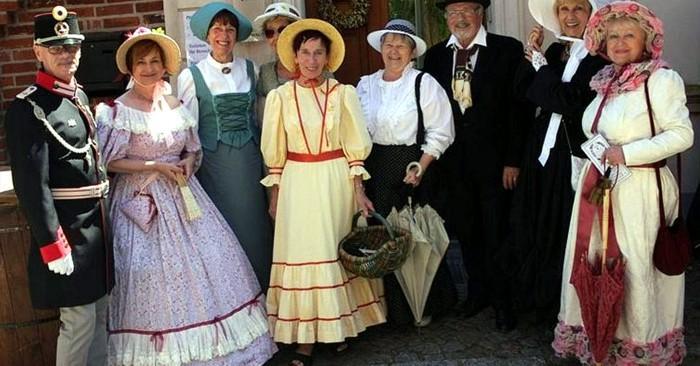 Kostümgruppe beim 13.Biedermeier-Sommer in Werben